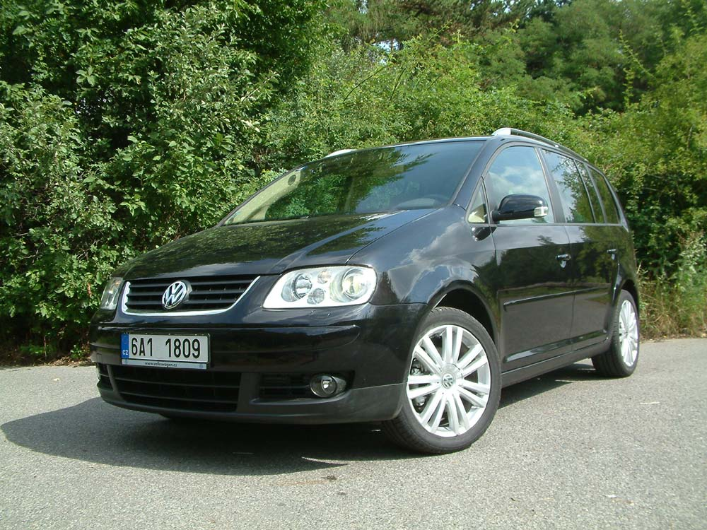 vw touran 1 4 tsi s technikou twincharger testy autokaleidoskop. Black Bedroom Furniture Sets. Home Design Ideas
