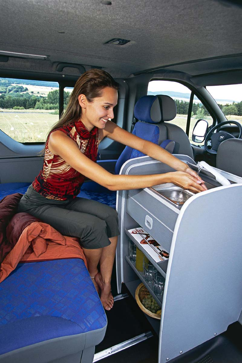opel vivaro life kancel na kolech i garsonka novinky autokaleidoskop. Black Bedroom Furniture Sets. Home Design Ideas